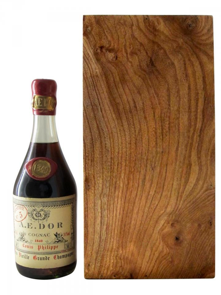 코냑  트레 비에유 그랑드 샹파뉴 루이 필립  아에 도르 1840 1 바틀 오리지널 나무 케이스 (70cl)